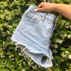 Shorts - cut off levi shorts